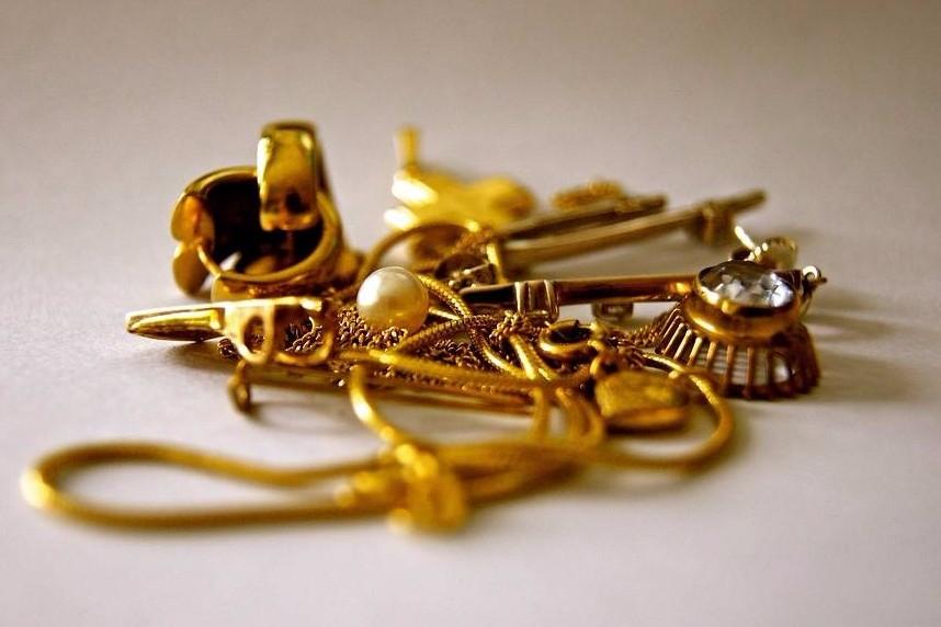 rachat d 39 or en ligne vendre ses bijoux en or et argent par internet le comptoir universel de l 39 or. Black Bedroom Furniture Sets. Home Design Ideas